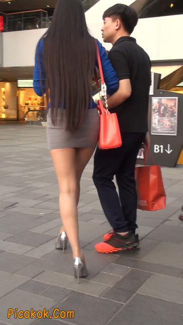 街拍长腿紧身短裙,翘臀气质少妇11