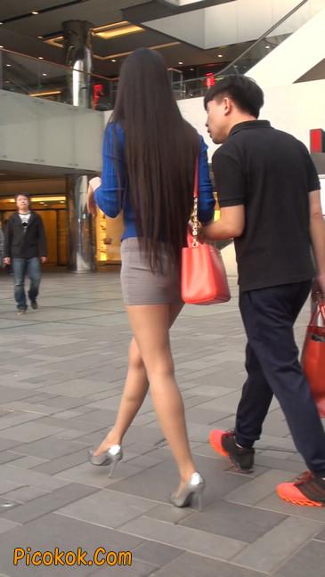 街拍长腿紧身短裙,翘臀气质少妇13