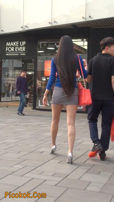 街拍长腿紧身短裙,翘臀气质少妇16