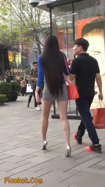 街拍长腿紧身短裙,翘臀气质少妇17