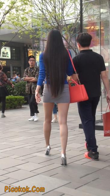 街拍长腿紧身短裙,翘臀气质少妇18