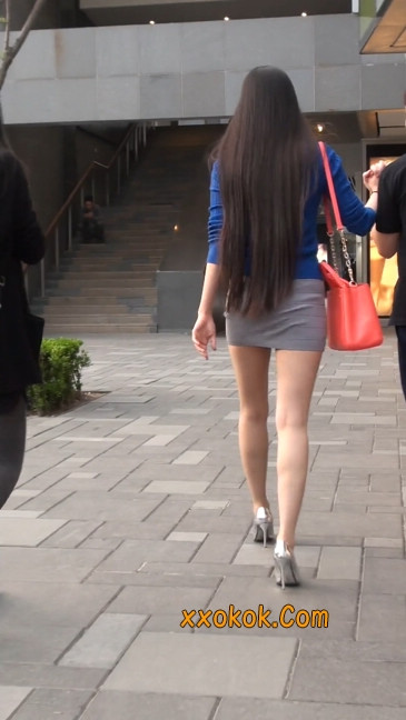 街拍长腿紧身短裙,翘臀气质少妇22