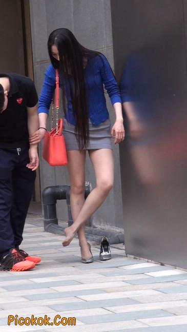 街拍长腿紧身短裙,翘臀气质少妇24