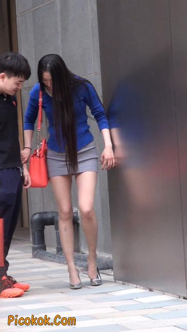 街拍长腿紧身短裙,翘臀气质少妇25