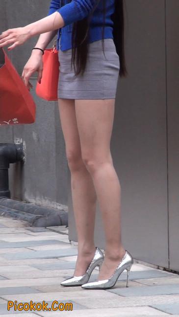 街拍长腿紧身短裙,翘臀气质少妇33