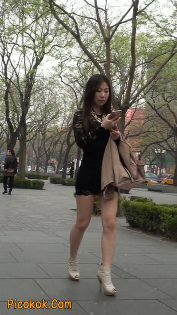 裙子很短的性感美女少妇4