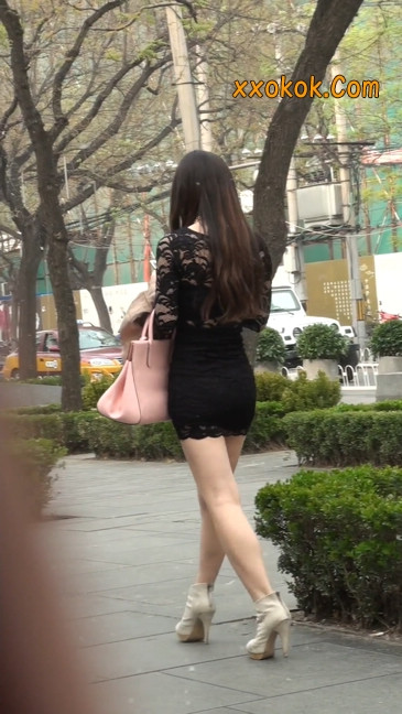 裙子很短的性感美女少妇6