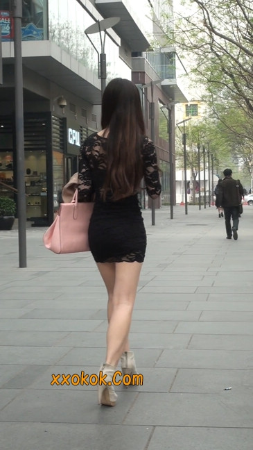 裙子很短的性感美女少妇8