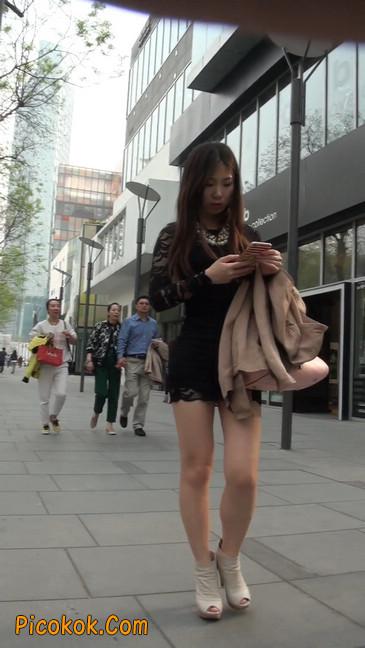 裙子很短的性感美女少妇12
