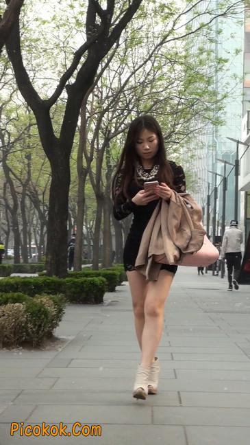 裙子很短的性感美女少妇14