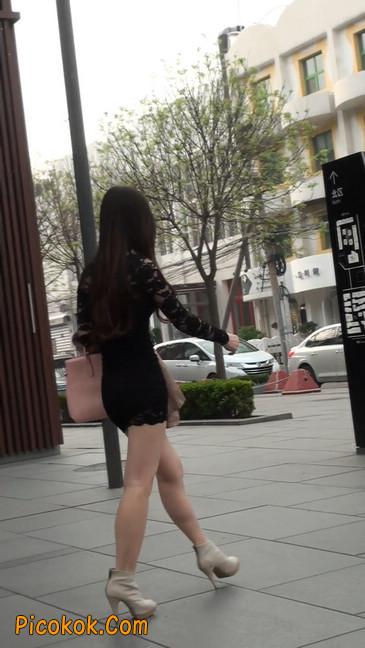 裙子很短的性感美女少妇15