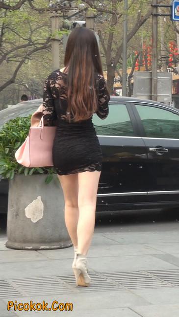 裙子很短的性感美女少妇25