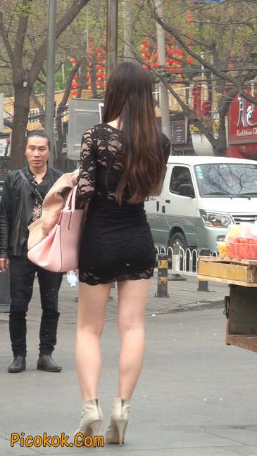 裙子很短的性感美女少妇33
