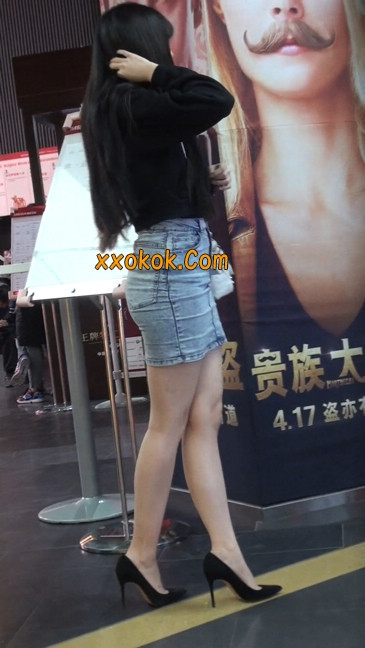 身材超赞的性感牛仔短裙美女2