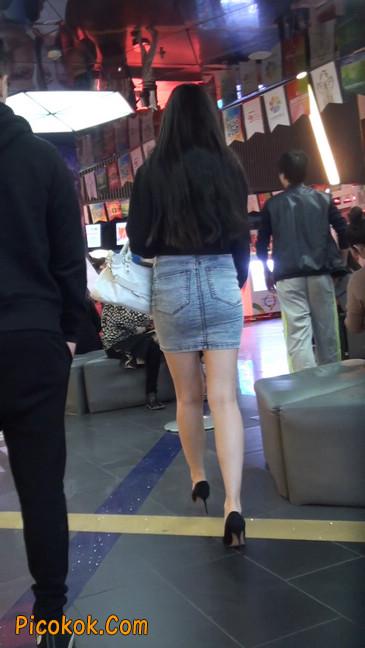 身材超赞的性感牛仔短裙美女9
