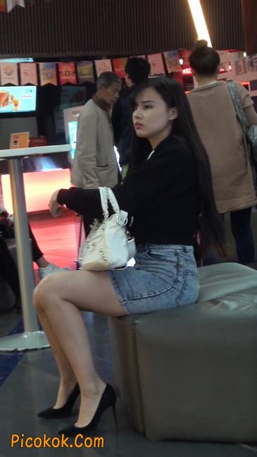 身材超赞的性感牛仔短裙美女11