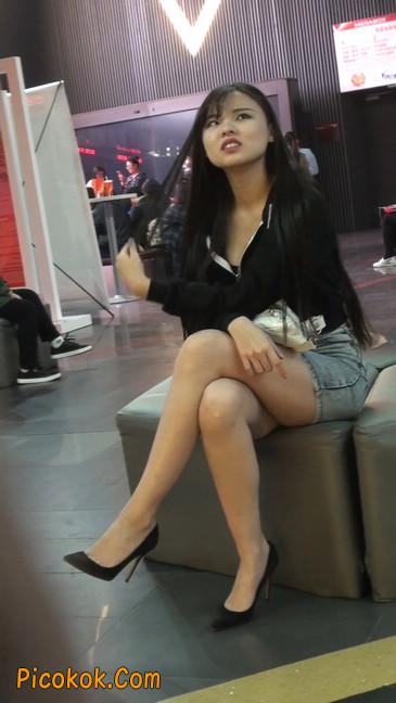 身材超赞的性感牛仔短裙美女15
