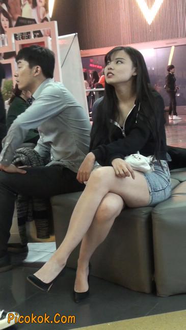 身材超赞的性感牛仔短裙美女19