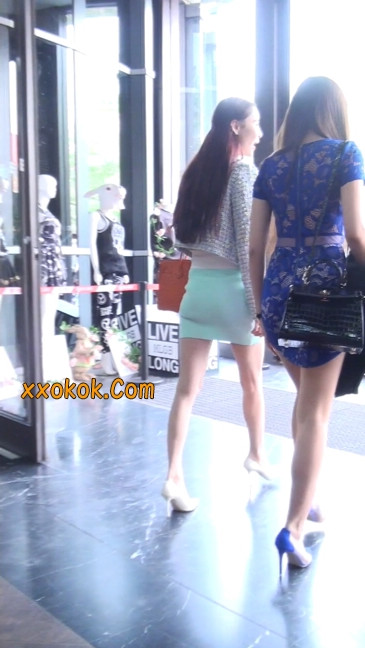 街拍短裙白富美,气质绝佳十分性感迷人2
