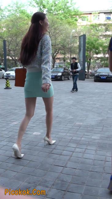 街拍短裙白富美,气质绝佳十分性感迷人12