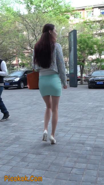 街拍短裙白富美,气质绝佳十分性感迷人19