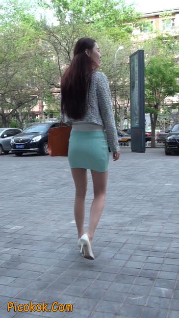 街拍短裙白富美,气质绝佳十分性感迷人21