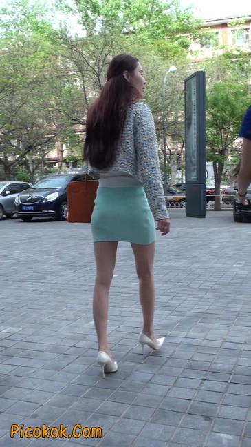 街拍短裙白富美,气质绝佳十分性感迷人22
