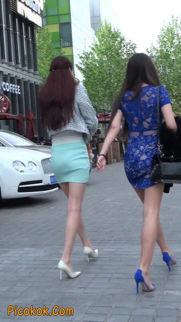 街拍短裙白富美,气质绝佳十分性感迷人31