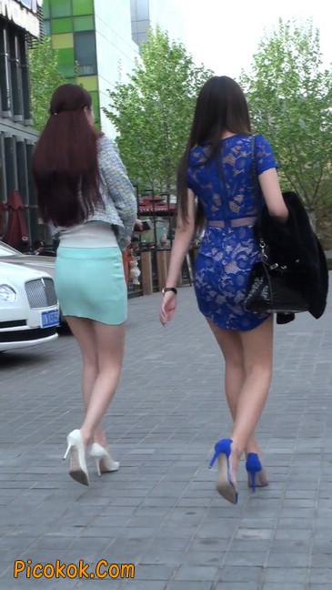 街拍短裙白富美,气质绝佳十分性感迷人32