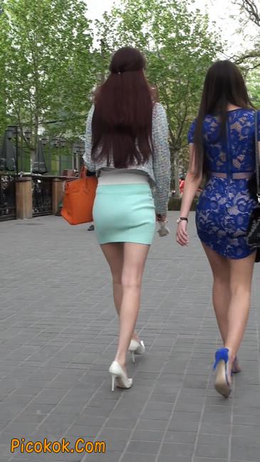 街拍短裙白富美,气质绝佳十分性感迷人44