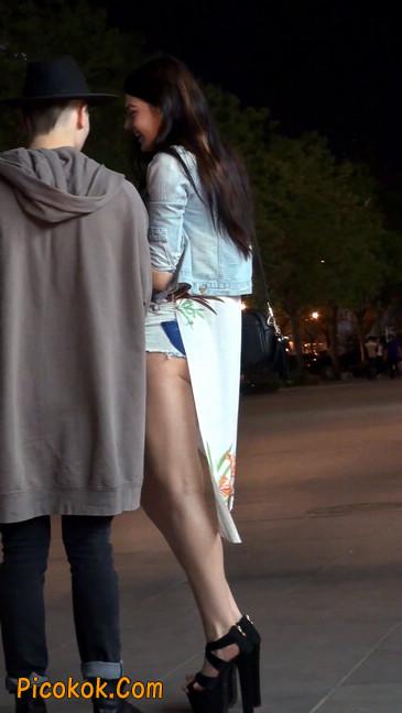 老外美女小热裤短的屁股露了一半在外面18