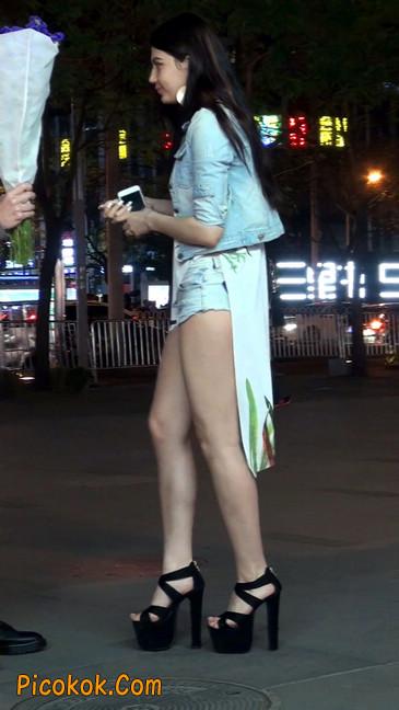 老外美女小热裤短的屁股露了一半在外面38