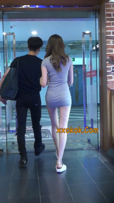 街拍极品超短裙气质网红美女70