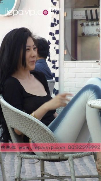 街拍北京街头的极品美女噢15