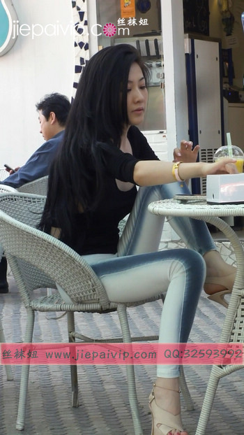 街拍北京街头的极品美女噢21