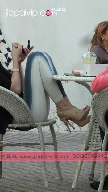 街拍北京街头的极品美女噢24