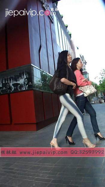 街拍北京街头的极品美女噢38