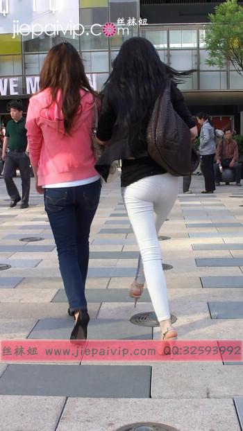 街拍北京街头的极品美女噢50