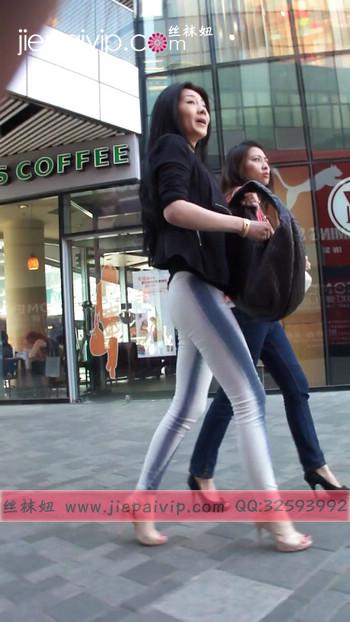 街拍北京街头的极品美女噢55