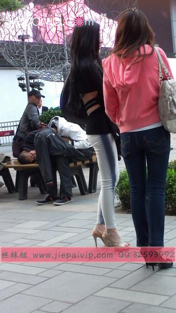 街拍北京街头的极品美女噢81