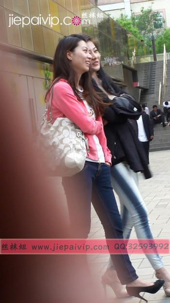 街拍北京街头的极品美女噢83