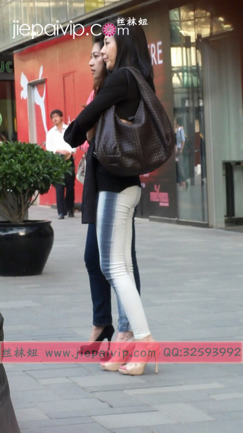街拍北京街头的极品美女噢84