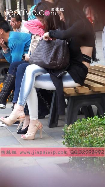街拍北京街头的极品美女噢87