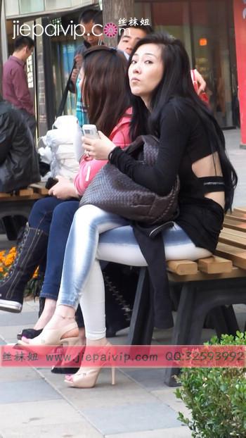 街拍北京街头的极品美女噢88