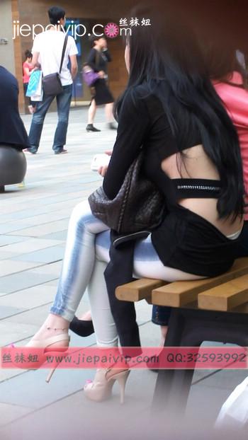 街拍北京街头的极品美女噢90