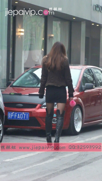 街拍穿长靴子的美女8