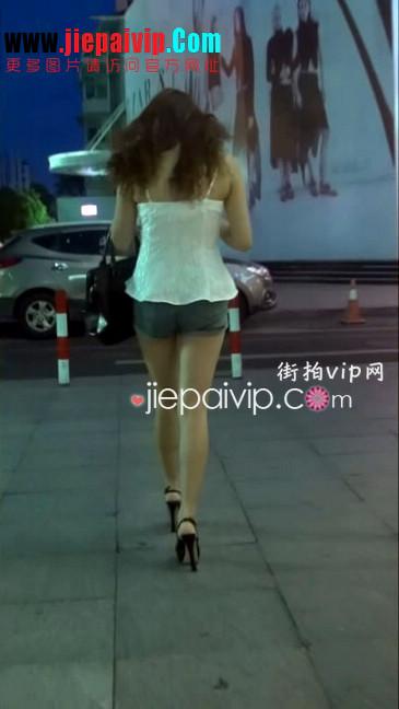 街拍视频,牛仔热裤,细高跟鞋11
