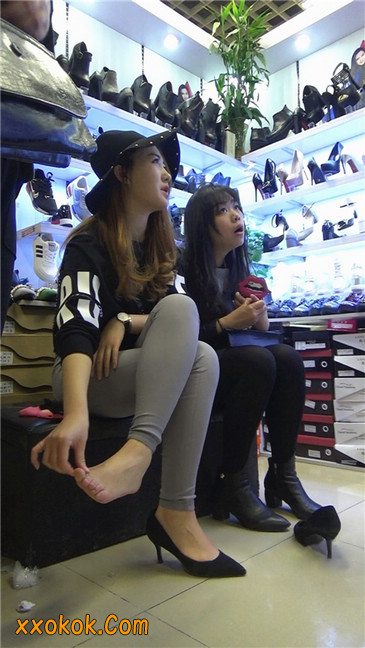 长篇大作:美女试鞋1
