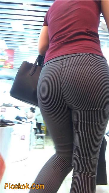 紧身条纹黑裤丰臀美女4