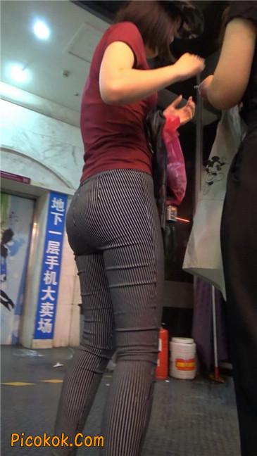 紧身条纹黑裤丰臀美女14